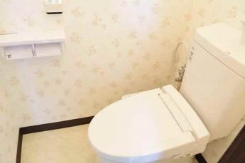節水型トイレ。ウォシュレット付きです。