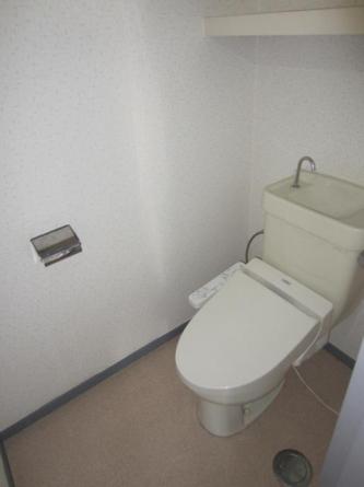 ウォシュレット機能つきトイレ