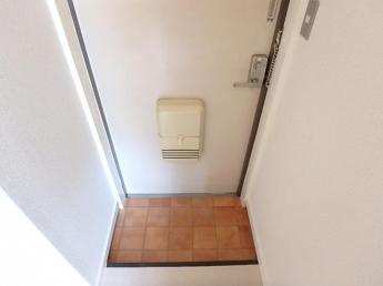 ドアポスト付きの玄関です