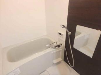 自動でお湯張りや沸かし直しが出来る追い焚き機能付きのお風呂です