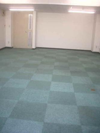 床タイルカーペット貼