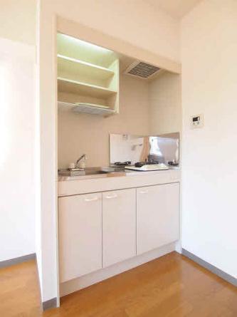 一口コンロ付きキッチン。リフォーム前の為、下のお部屋の写真です。