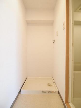 室内洗濯機置き場。リフォーム前の為、下のお部屋の写真です。