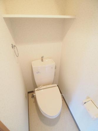 暖房便座付きトイレ。リフォーム前の為、下のお部屋の写真です。