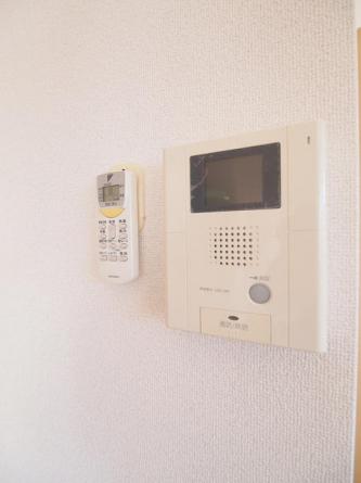 オートロック用TVモニターホン付き。リフォーム前の為、下のお部屋の写真です。