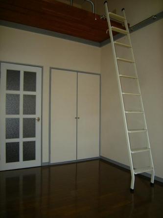 ロフトはしご(結構急です)