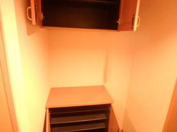 シューズボックスは上段にもあります。小物も置けますね