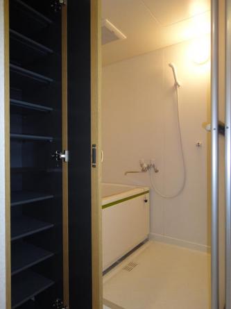 洗面収納/浴室