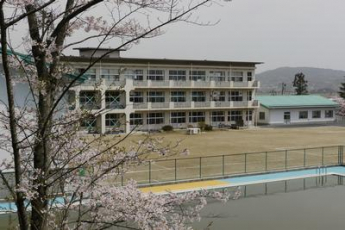 一関市立中里小学校まで1090m