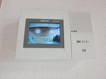 来訪者を確認出来るTVモニターホン付きです