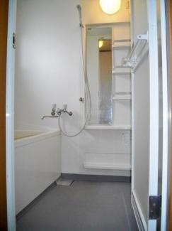 浴室にも換気のための窓があります
