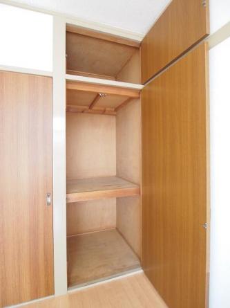 洋室収納スペース。