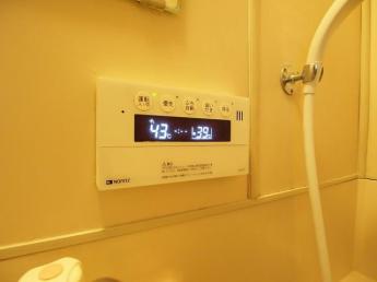 リモコンタイプの給湯器。