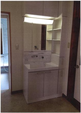 ハイクオリティ。広々の洗面脱衣所。洗面所にはリネン庫
