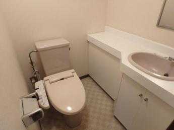 温水洗浄便座付トイレです。(参考写真)
