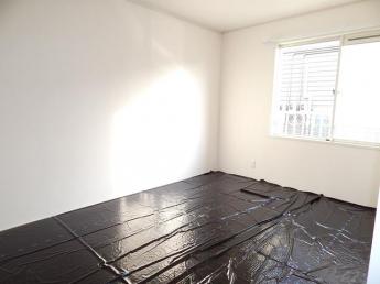 ※和室畳日焼け防止のため黒シートを養生しております。