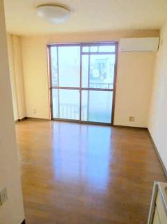 洋室6帖 最上階 陽当り良好で明るい室内です