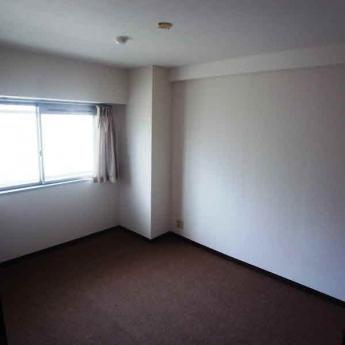 洋室5.8帖のお部屋(カーテンは付きません)