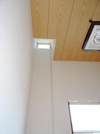 天窓があるので明るい室内です。