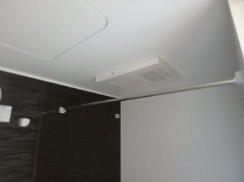 浴室内で乾燥が出来る浴室乾燥機付きです