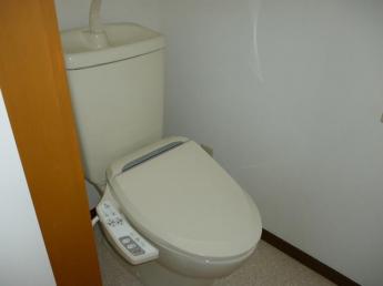 温水洗浄便座を新しく付けました。