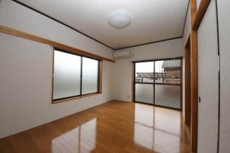 エアコン付きの明るい1階洋室です