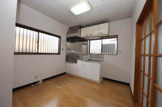 床下収納庫付きのキッチンです