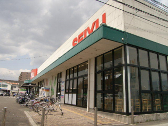西友南仙台店まで628m