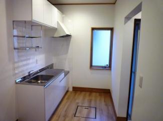 キッチンにも窓があり、明るい造りとなっています