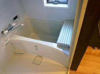 大き目な窓でお風呂場も解放感があります