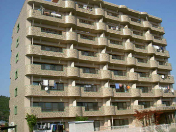 8階建てマンション