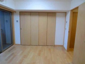 可動間仕切りでキッチンは隠せ 洋室空間に早変わり