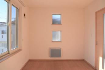 洋室6畳(西に向かって撮影)