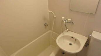 洗面ボウル付の給湯式のお風呂です(参考写真)