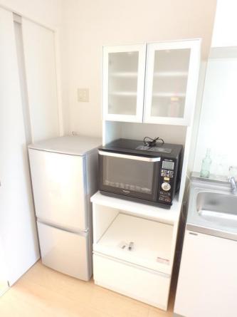 食器棚・冷蔵庫・オーブンレンジも付いてます。