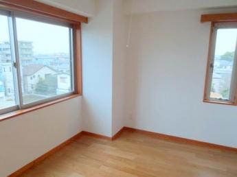 キッチン収納標準装備 壁面にIHクッキングヒーター ルーフバルコニーにも出入りできます
