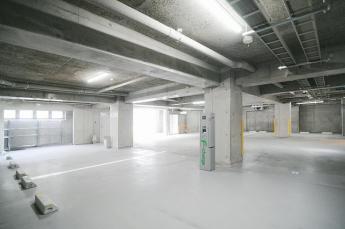 オートロック 地下駐車所場 PHEV充電器あり  ※雨の日も濡れない地下駐輪場もあり