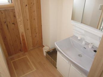 男女別の洗面室完備