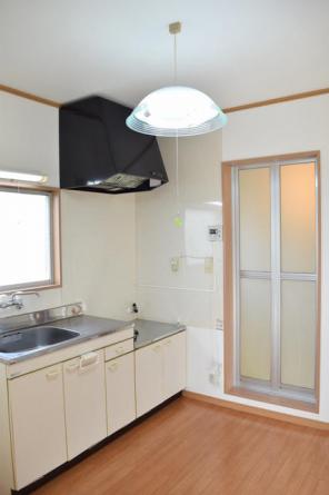 キッチン東側にバスルームがあります。