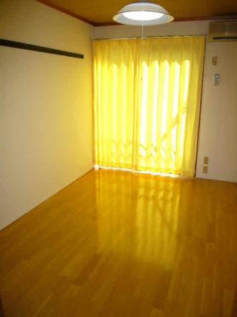 日当たり良好!室内はとても明るく1階でも道路に面していないので外からの視線が入りません
