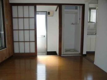 洋室4.5帖(室内から玄関)