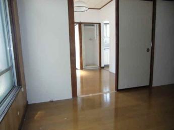 洋室6.0帖(室内から玄関)