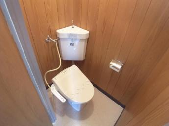 ウォシュレット付き、快適なトイレです