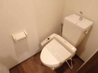 温水洗浄便座付のトイレです(参考写真)