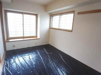 リビングの隣にある落ち着きのある和室