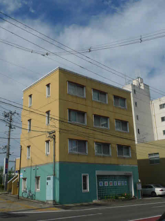 鉄筋コンクリート造のマンションです!1階には歯医者さんが入っています!
