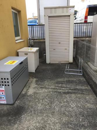 駐輪スペースもごみ置き場横以外にも数か所あります!