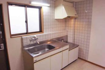 キッチンスペース。シンクも大きく洗い物が多い時に便利です。