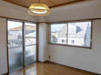 洋室4.5帖 2面採光あり 明るい室内です