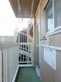 東面バルコニー 洗濯機置き場あり 玄関から出入り出来て 便利です